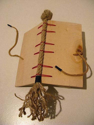 Great take on Ann Goy's criss-cross binding.  navy.secret belgian binding notebook | Flickr - Photo Sharing!