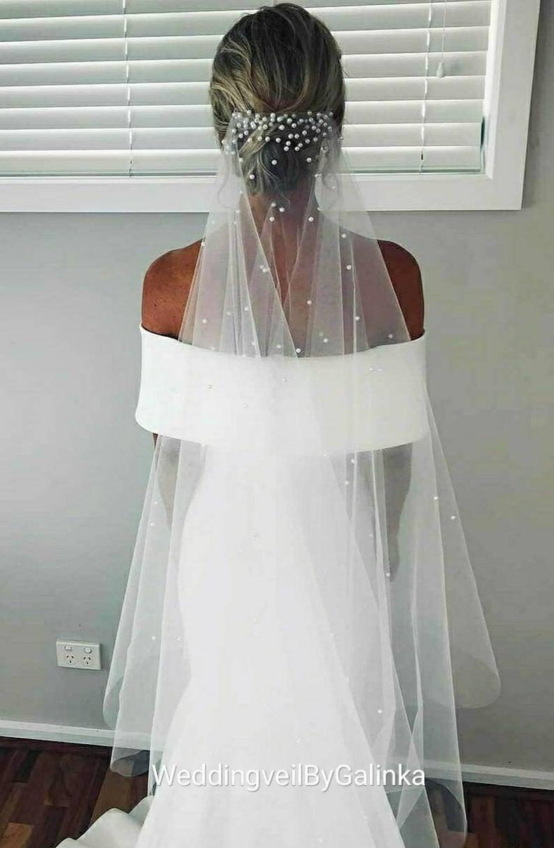 Wedding Veil With Pearls Veil Veils Long Veil Fingertip Etsy In 2020 Pearl Veil Champagne Veil Beaded Veils [ 1216 x 794 Pixel ]