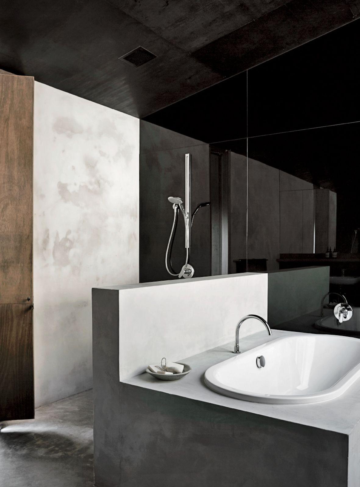 Ensuite badezimmerdesign richly furnished home frames striking landscape views  häuser