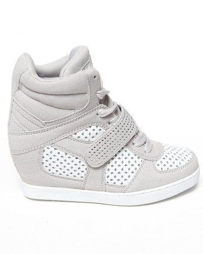 relé opción Llevando  tenis tacon para niñas - Buscar con Google | Zapatos para niñas, Zapatos de  tacones, Zapatos