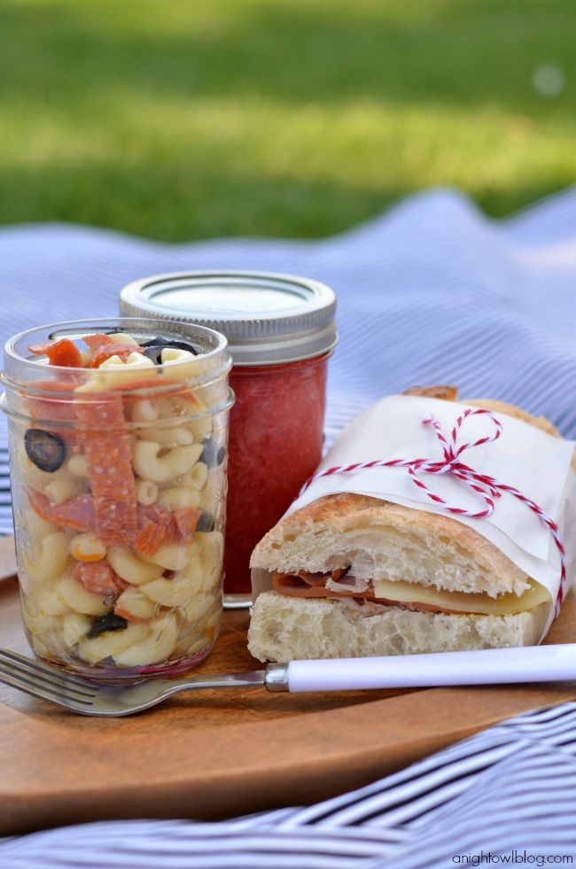 Picnic ideas recipes and tips strawberry lemonade picnics and jar picnic ideas recipes and tips forumfinder Choice Image