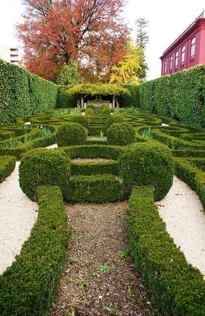 Jardim dos Jotas with Formal boxwood parterres (2) | Boxwood garden,  Beautiful gardens, Amazing gardens