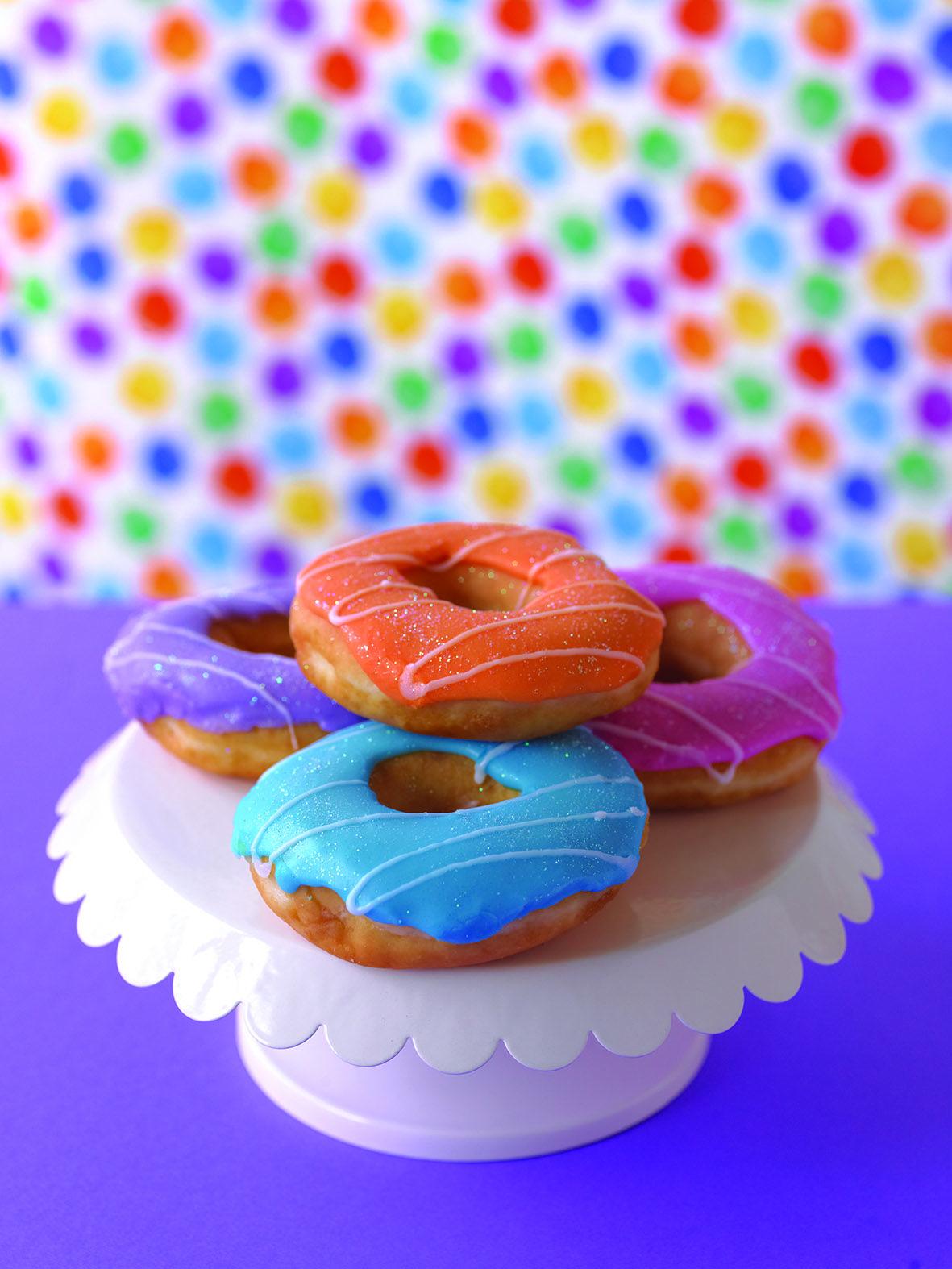 Donitsit kruunaavat vappu-juhlan! #donitsi #vappu #kakku