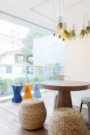 banquetas coloridas em varanda gourmet