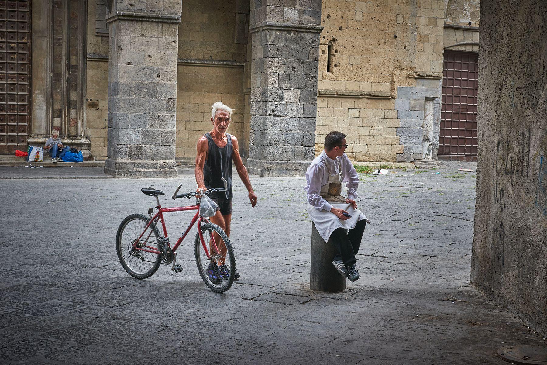 Ciclista con cocinero o la extraña pareja