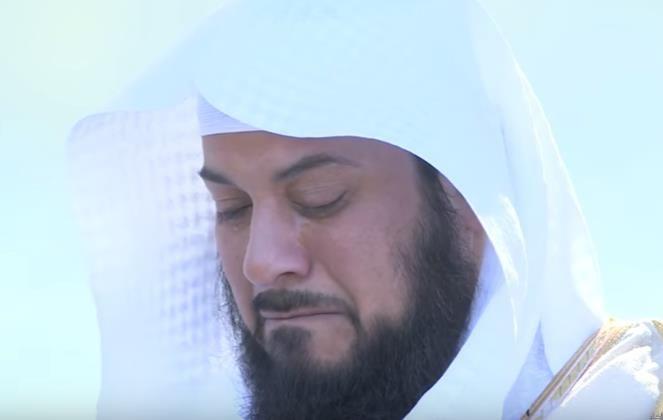 بالفيديو الشيخ العريفي يبكي متأثرا خلال حديث للشيخ العوضي اخباريات Youtube Understanding Music