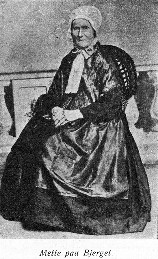 """Fant dette bildet av """"Mette paa Bjerget"""" i boken """"Bergensk Kulturhistorie"""" av Cristian Koren-Wiberg. Hun var en kjent skikkelse på Nordnes (....)"""