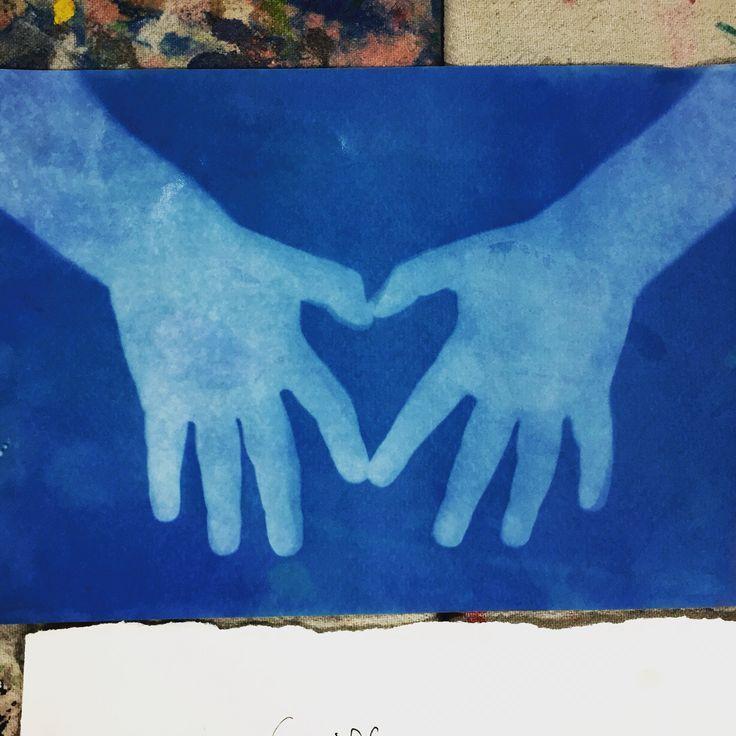 Открытка папе с отпечатками рук детей