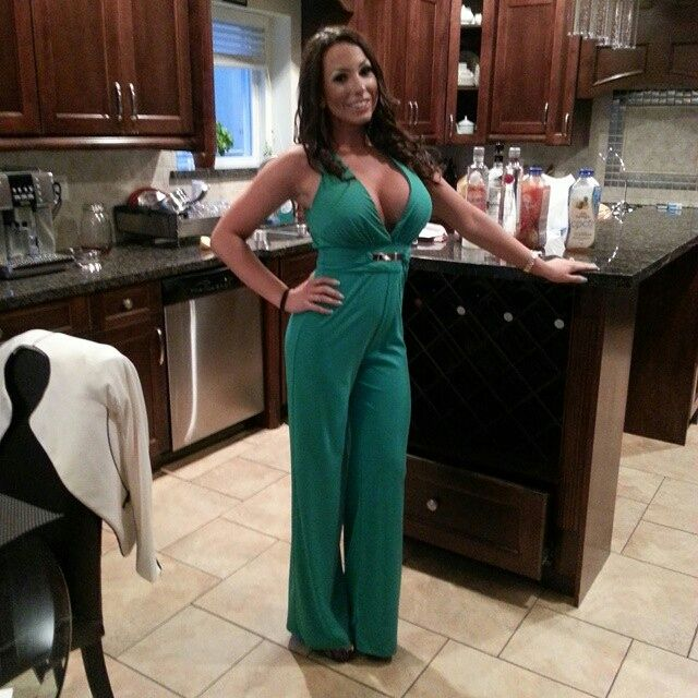 Hot brunnette milf milf