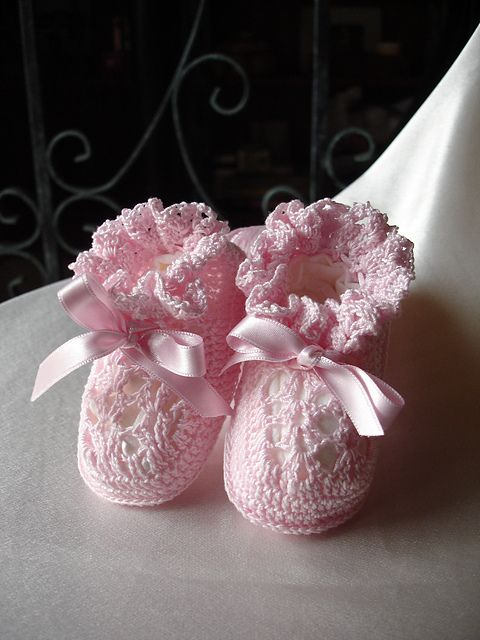 Baby Booties- part of a great roundup of free crochet lace for baby ...