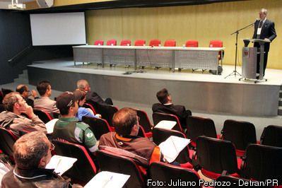 Cetran e Detran promovem Encontro Paranaense de Autoridades de Trânsito +http://brml.co/1Rgcihc