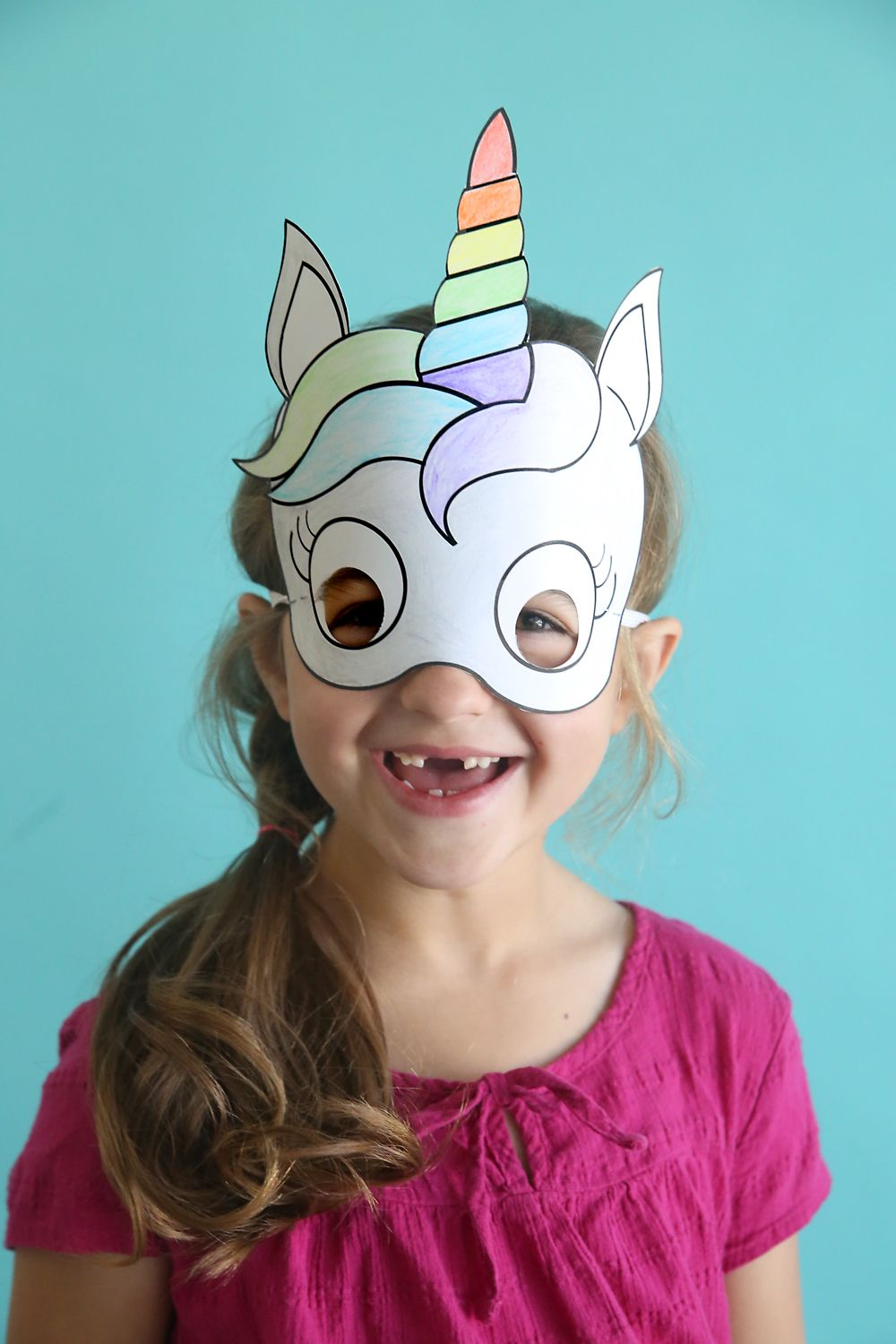 Adorable free printable unicorn masks that kids can color in themselves.  Cute and easy kids  craft idea! 634c9cf503c1