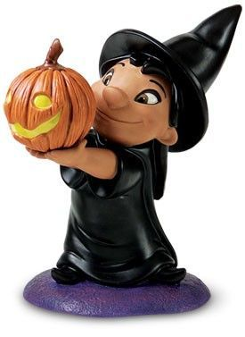 Are you a #Halloween and #Disney fan? We have an adorable treat for you! We have this super #cute #Lilo from #LiloandStitch of the #WaltDisneyClassicsCollection! She's dressed up as a #witch, carrying around a #pumpkin. If you know a Disney fan who's excited for Halloween, we've got a gift that they'll adore  #ArtInisghts #RestonTownCenter #Stitch #wdcc #liloandstitch