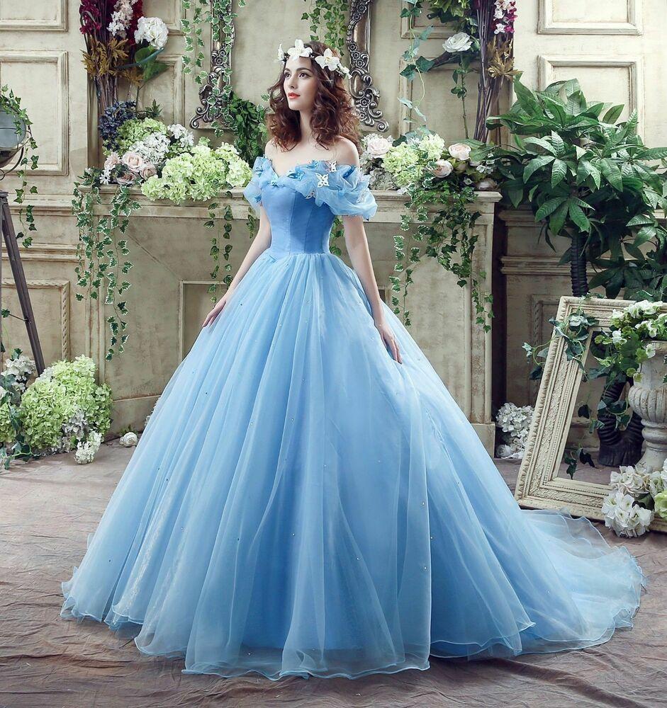 Vestido de festa azul céu e dourado.