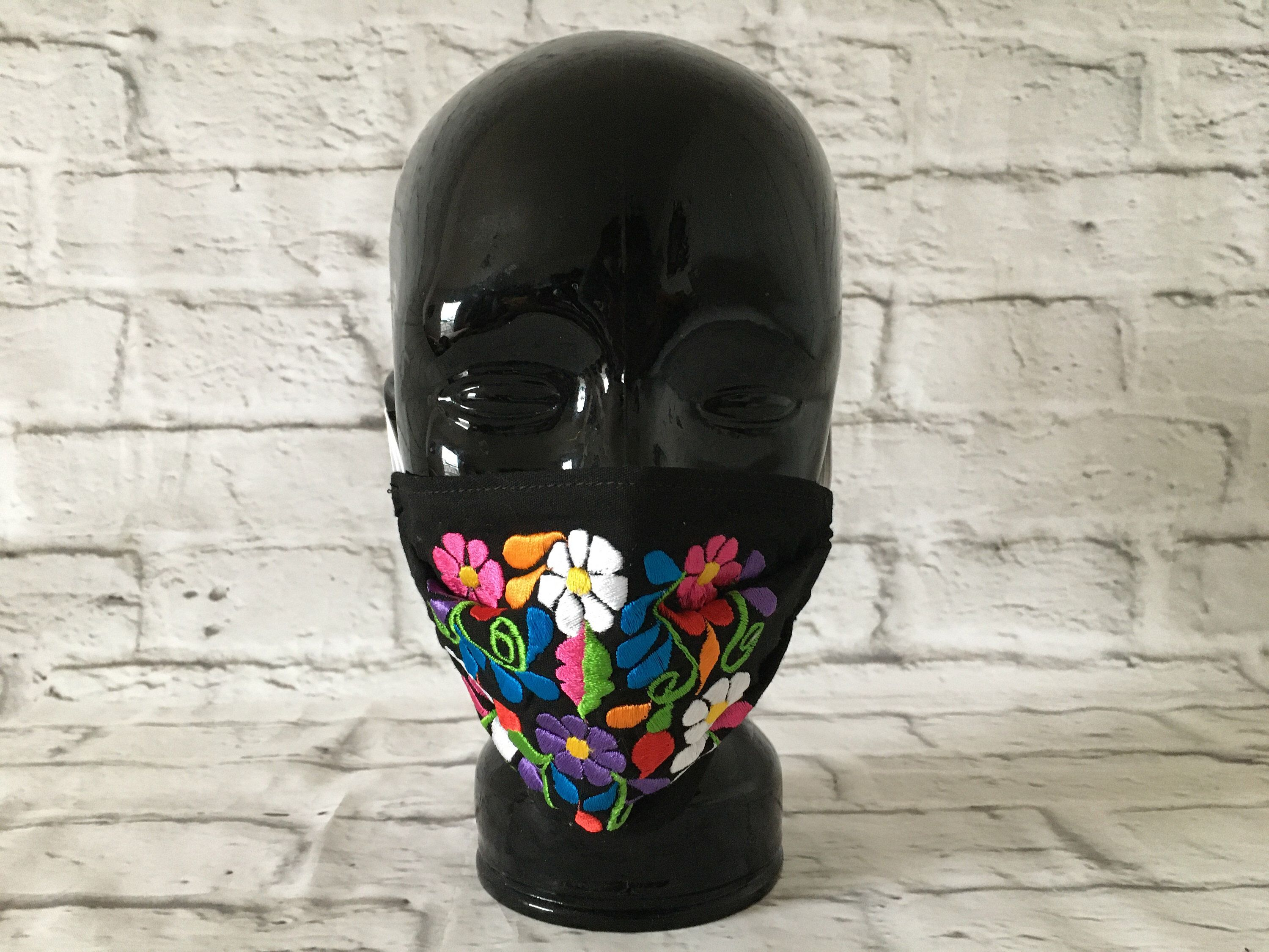 Mexican Embroidered Fabric Face Masks 😷 Handmade in Chiapas, Mexico 🇲🇽  #handmadefacemask #handmademask #mexicanmask #embroideredmask #topabocas #cubrebocas #cubrebocasdetela #artesaniasmexicanas #fabricmask #hechoamano #hechoenmexico #handmade #madeinmexico #mexicanfacemask #fabricfacemask #topabocasdetela #floralmask #etsy