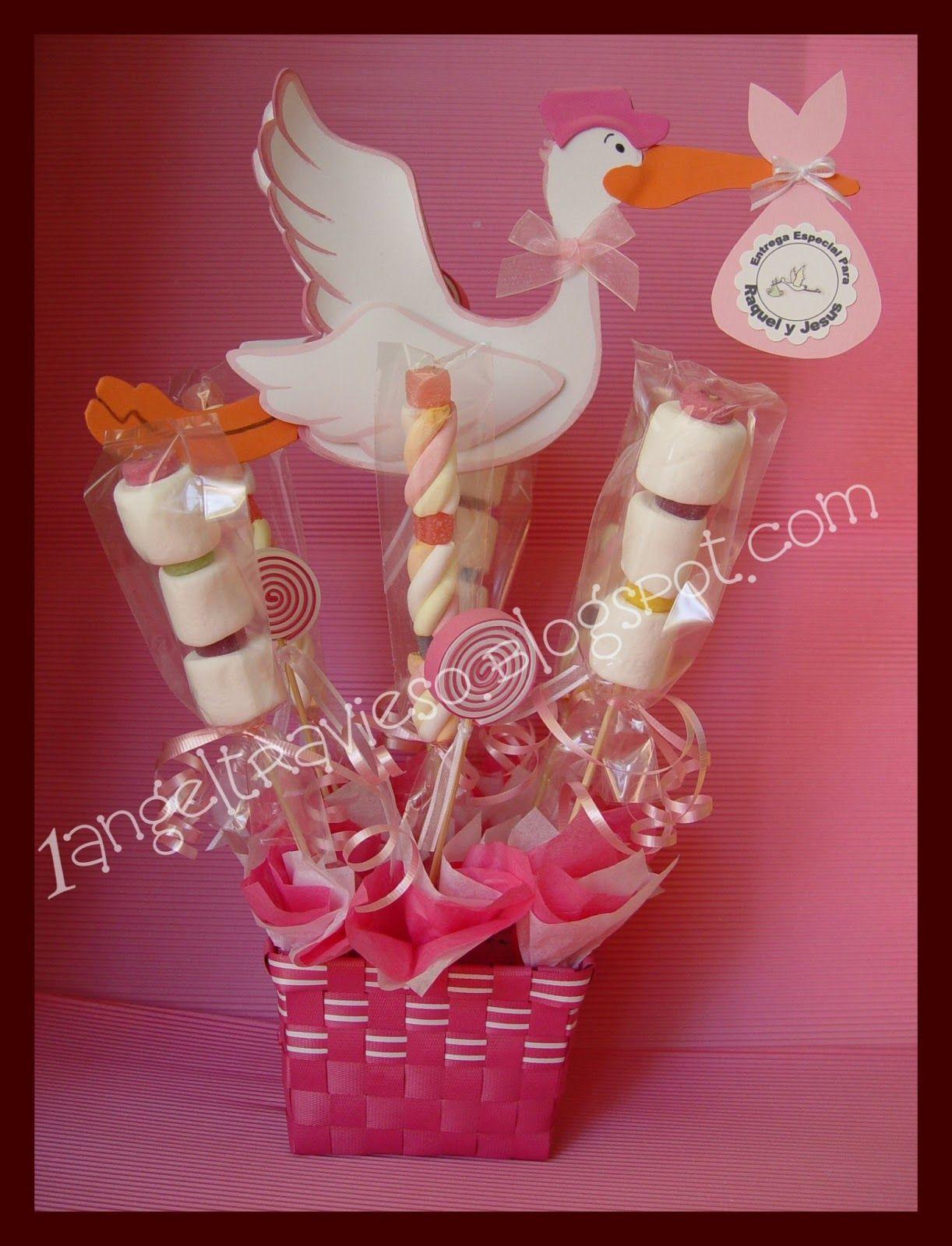 Centro De Mesa Para Baby Shower De Niña, Lleva Figura De Una Cigueña Echa  Con Goma Eva Y Personalizada Con Los Nombres De Los Futuros Pa.