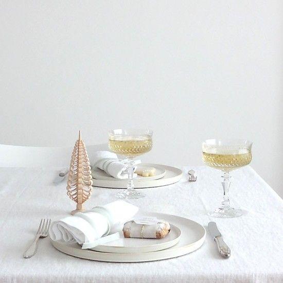 Minimal Christmas table setting | styling: Sabine Wittig