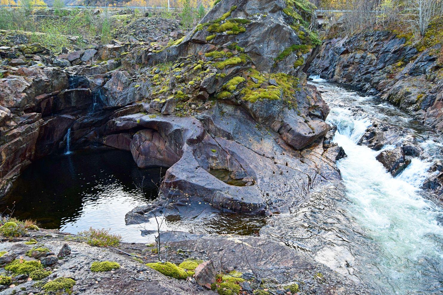 Elv og badekulp på vei mot Sulis     http://www.tursiden.no/elv-og-badekulp-pa-vei-mot-sulis/