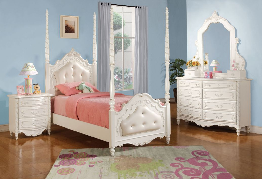 Pin by Lizelle Townsend on Angie\'s room | Four poster bed ...