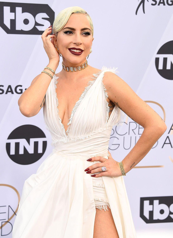 f3843b9a563 Lady Gaga in Dior Haute Couture ai SAG Awards 2019 è un sogno
