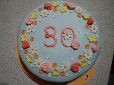 Petali e zucchero: Fødselsdags kage 30 årEn joghurt lagkage med anana...