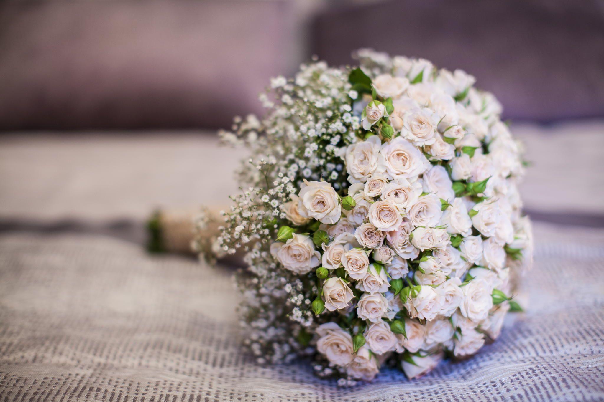 Цветов, свадебные букеты из роз и гипсофилы