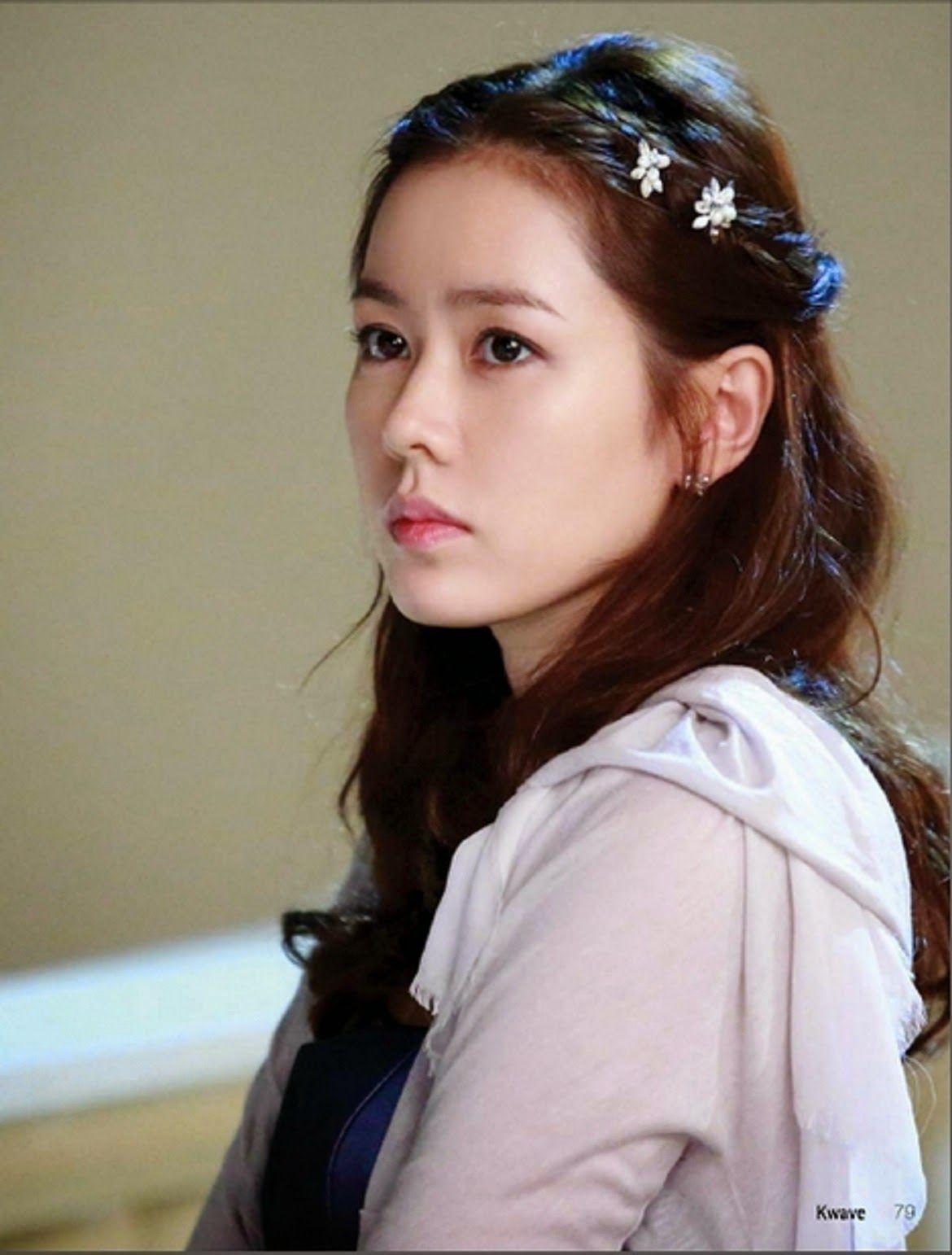 Son Ye Jin Beautiful Hd Wallpaper Free Korean Beauties Pinterest