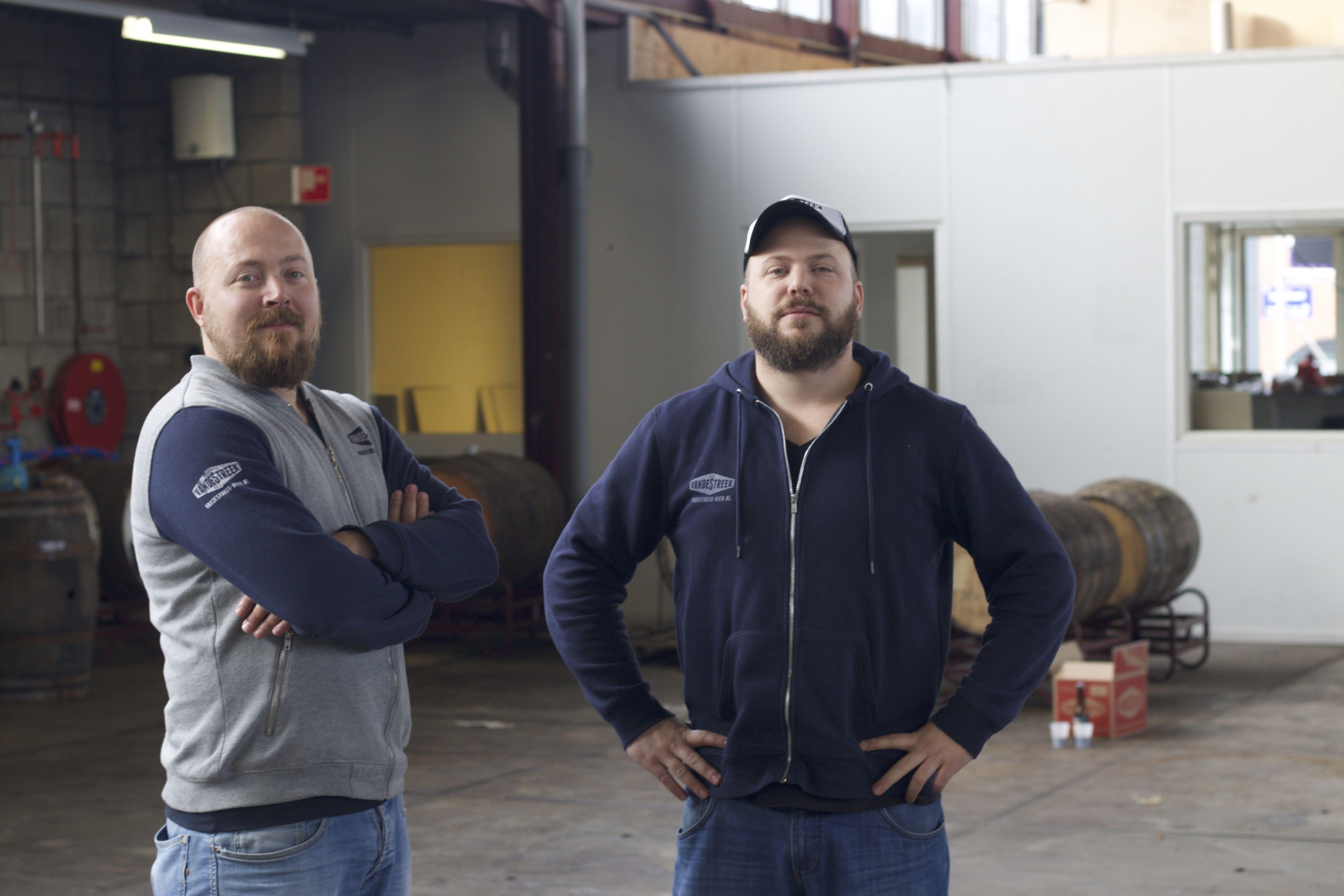 Je moet gewoon doen en gaan Een jaar lang mochten wij meekijken met Ronald en Sander van de Streek. Twee bierbrouwendebroers met grootse plannen! Het bedrijf dat ooit als hobby begon in een flatje inUtrecht, moest nu een eigen brouwerij krijgen. Voor de laatste keer zoeken we de tweemannen op. Is de droom werkelijkheid geworden? […]