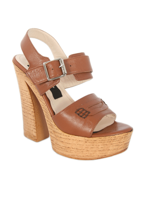 Beautiful brown sandals. Are you not that good with high heels, than try these sandals! They are really comfortable and are perfect for this season.   #sandals #fashionshoe #shoes   www.2dayslook.com