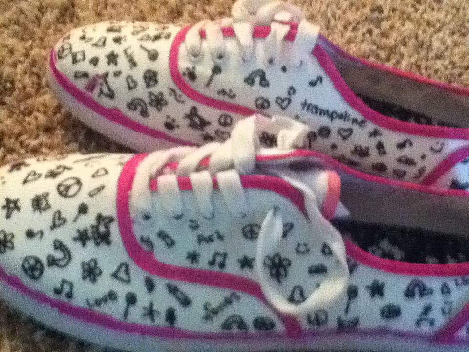 Diy sharpie shoes decorate white shoes with your own