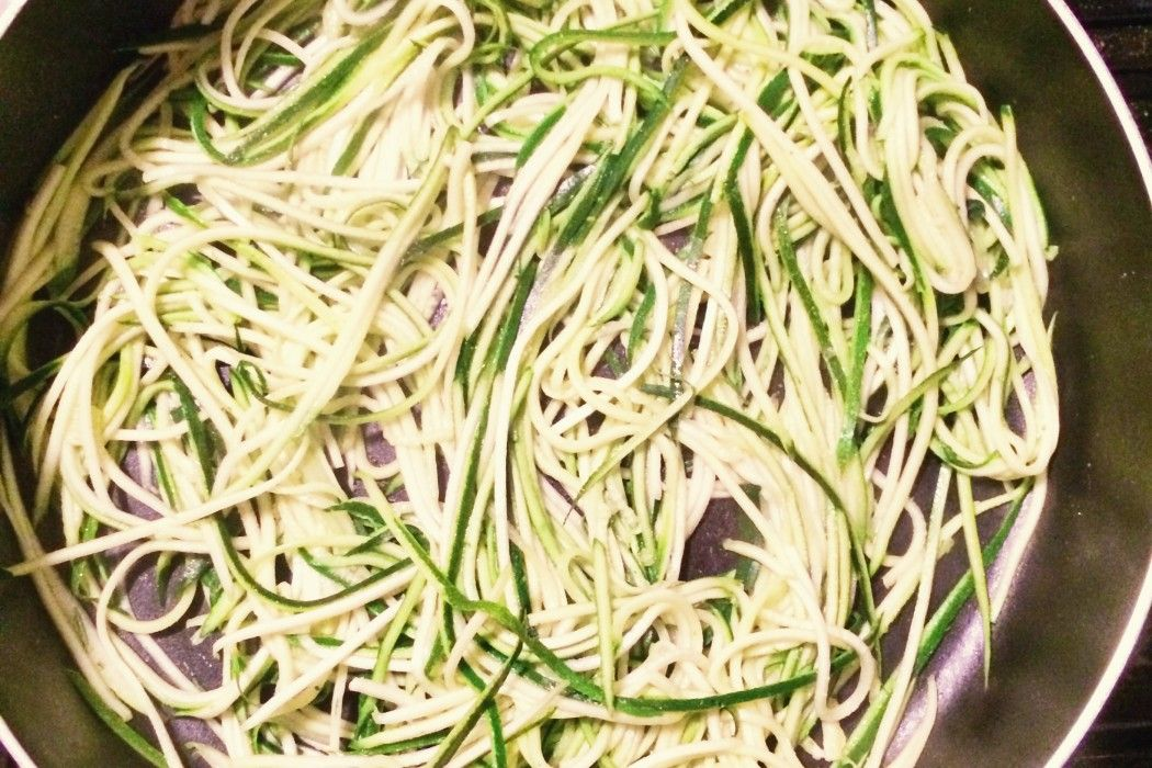 Zoodles recipe EatDrinkBeFancy.com  #zoodles #zucchini #recipe #whole30 #paleo
