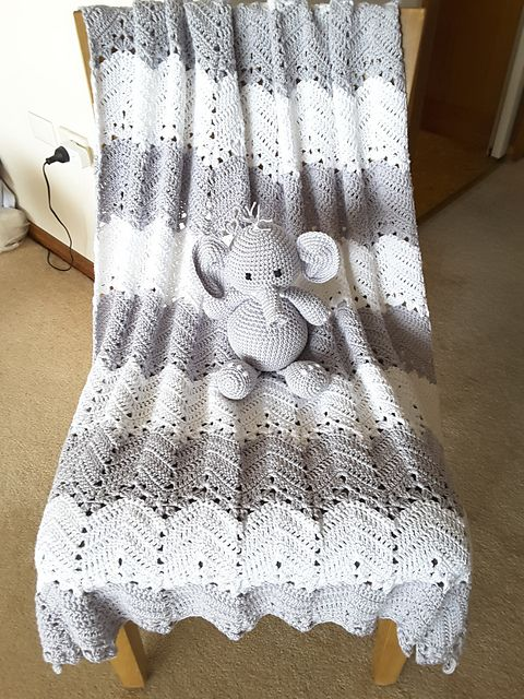 Easy] 6-Day Kid Blanket - Free pattern | Manta, Manta bebé y Mantita ...