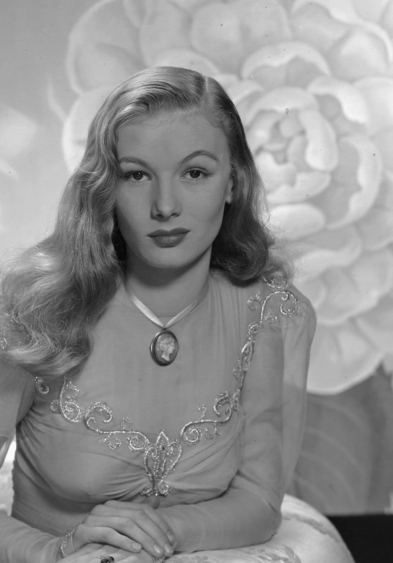 Veronica Lake, great photo of her, The Golden Year Collection #hollywoodstars