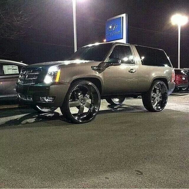 Chrome Wheels on this #Cadillac #Escalade Looking sharp. Description