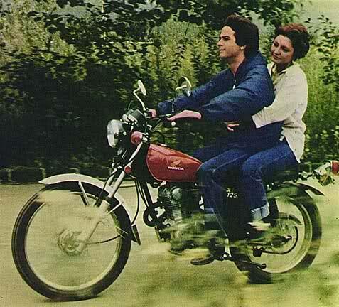 در امتداد شب نام یک فیلم بلند سینمایی است محصول شرکت سهامی فیلم ایران سال ۱۳۵۶ که نویسندگی بخشی از فیلمنامه و کار Iranian Actors Movie Covers Beautiful Men