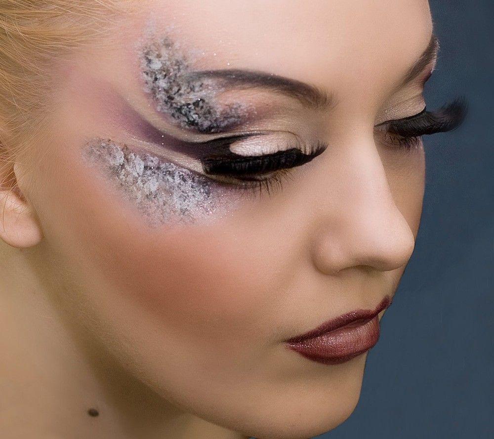Latest eye makeup style.