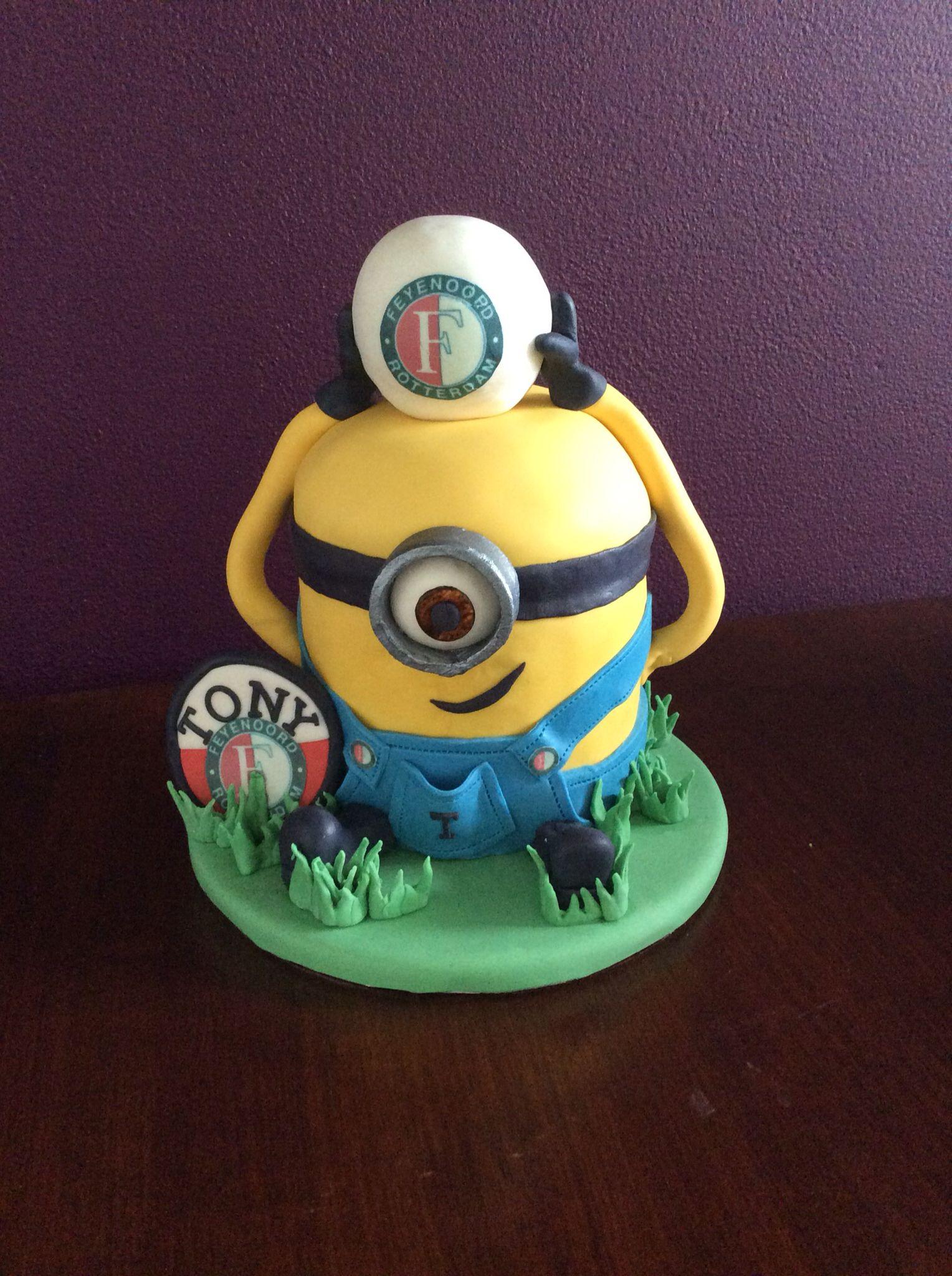 Tony houdt van Minions en voetbal 😃 | Minions, Minion ...