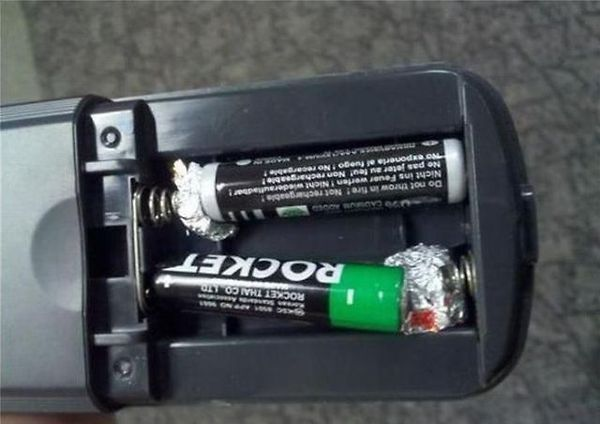 If You Are Ever In A Pinch For Aa Batteries And May Only Have Aaa You Can Actually Use Them With A Bit Of Tin Foil Wrap Up A Ball Repair