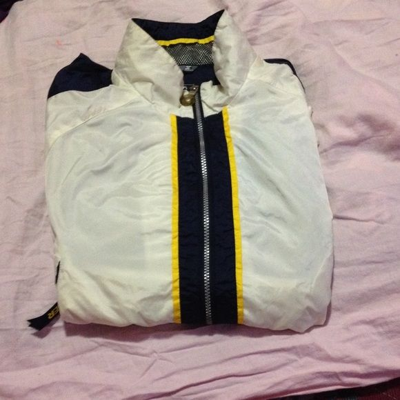 Womens windbreaker jacket This jacket is in good condition only worn a few times. Jackets & Coats