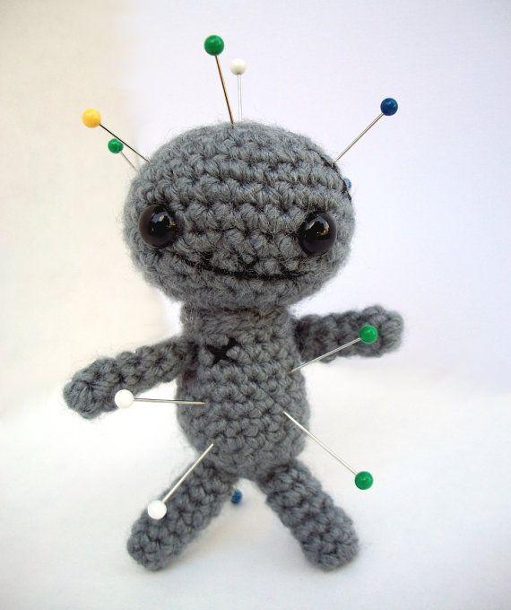 Ravelry: Voodoo doll amigurumi pattern by Fabiana Canu | 680x570