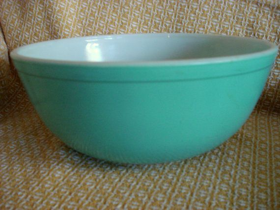 Hey, I found this really awesome Etsy listing at https://www.etsy.com/listing/169394210/vintage-pyrex-bowl-aqua-turquoise-404-4