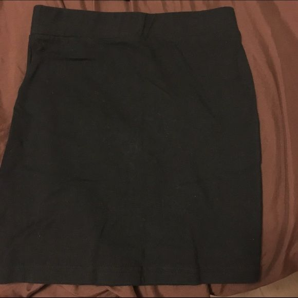 Forever 21 Basic Black Skirt Size XS Cute basic black skirt.89% cotton 11% elastane Forever 21 Skirts Mini