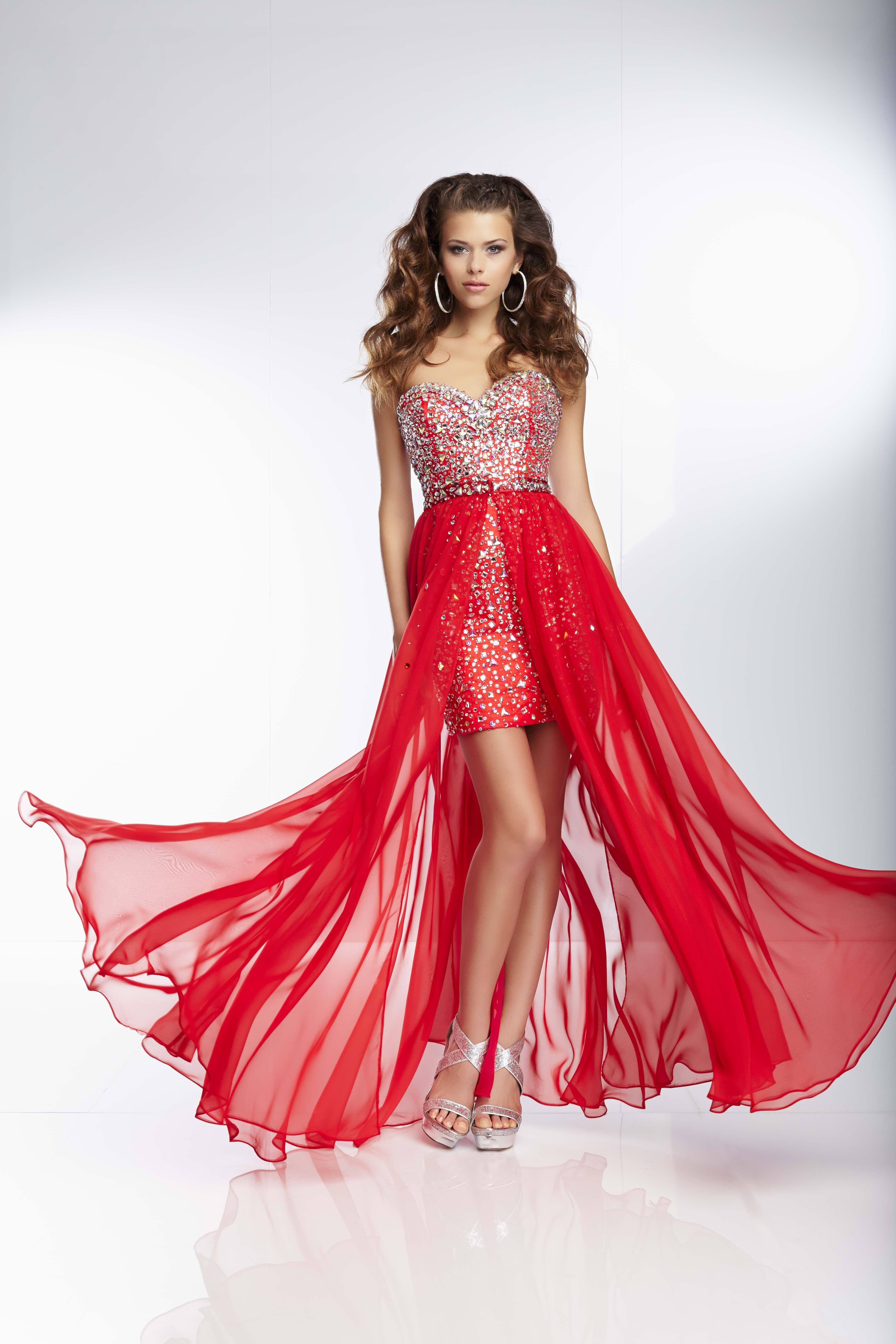 NOVINKA v salóne Diamond v Nitre! Zvodný a variabilný model NIKKI s odnímateľnou hodvábnou sukňou značky Mori Lee z Vás vykúzli neodolateľnú Femme Fatale.