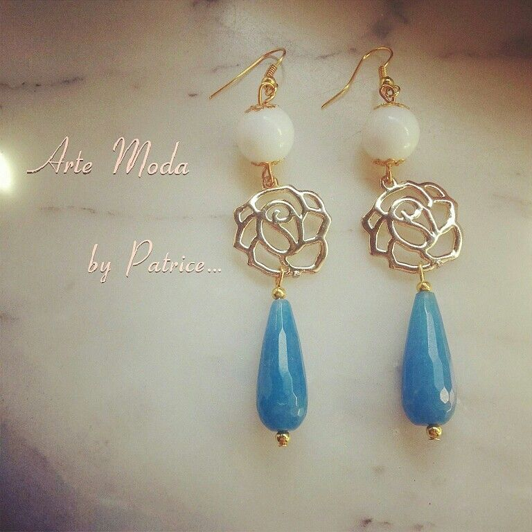 Collezione Patrice creation:modello Rosa...con pietre agata bianca e pietre blu chiaro...per info:patriceartemoda@gmail.com...#earrings#gashion#accessory#bijoux#bijouxfattiamano#handmade#madeinitaly#depop#etsy#flowers#instagram#followerme#