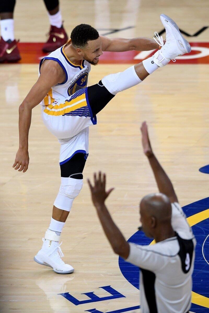 PsBattle: Steph Curry High Kicking