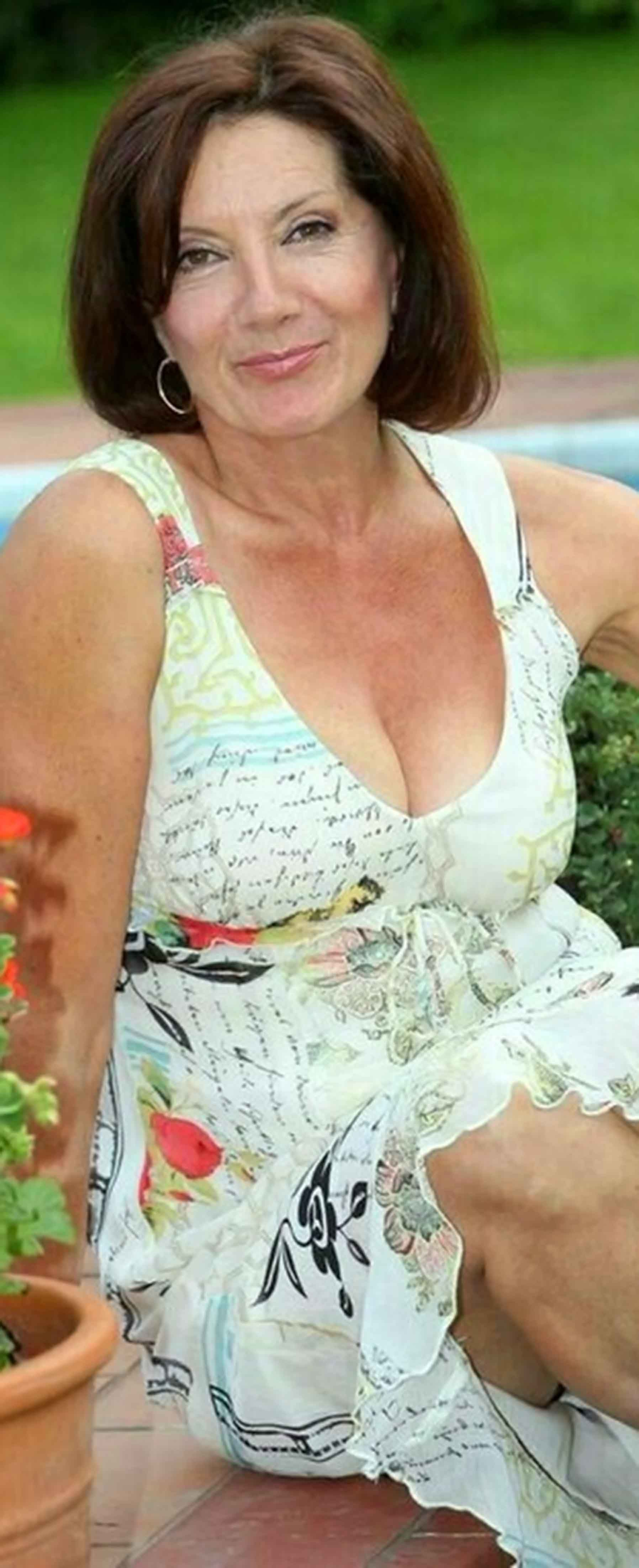 Beautiful Woman Busty Mature In 2019 Old Mature