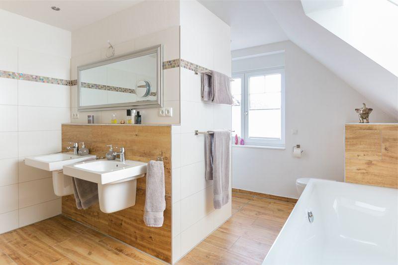 #Waschbecken in #Badezimmer mit Fliesen in Holzoptik - ECO ...