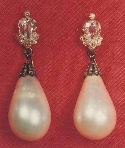 Paire de boucles d'oreilles de l'impératrice Joséphine   Début du XIXe siècle…