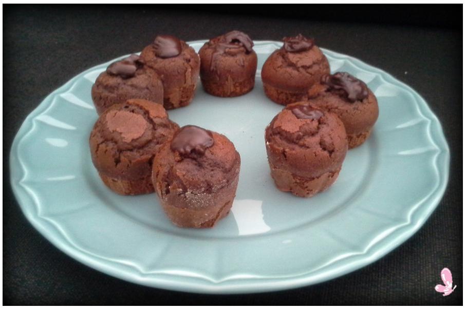 "Chocolate cupcakes to celebrate the ""chocolate day"" Read more: http://eraumavez-osonhoperfeito.blogspot.pt/2014/03/adoramos-este-dia.html"