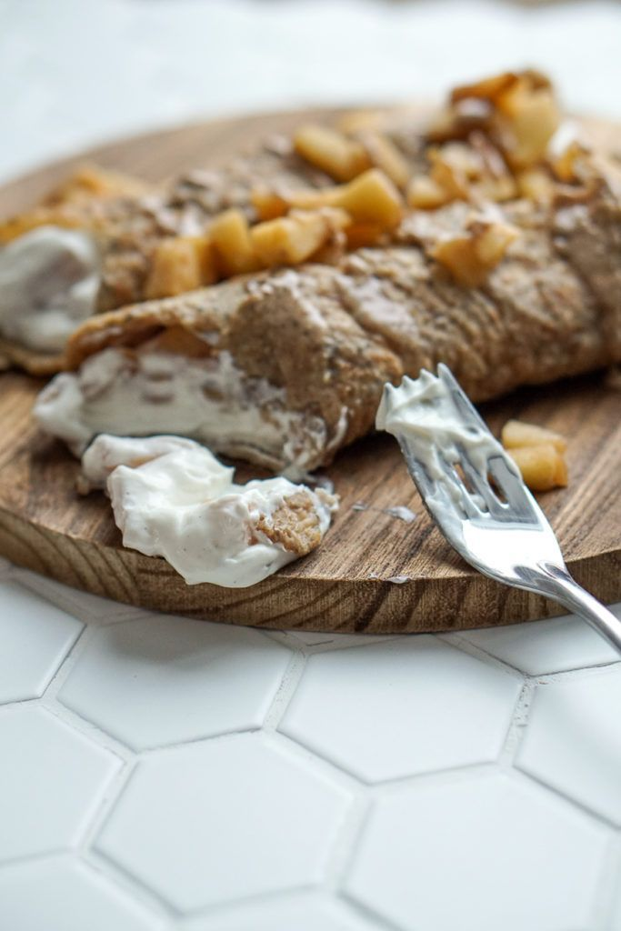 Gesunder Nachmittags Snack: Apfel-Quark Crepes - Julie Feels Good   - Clean Eating Rezepte vom Blog - #ApfelQuark #Blog #Clean #Crêpes #Eating #Feels #gesunder #good #Julie #Nachmittags #Rezepte #Snack #vom